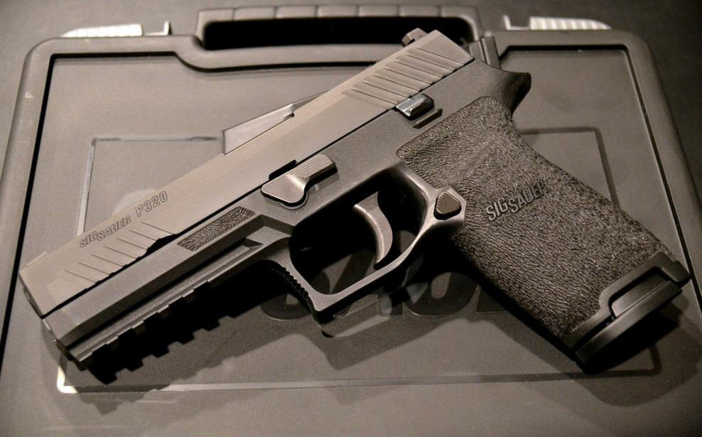 How is the SIG M17 Different than the Sig P320